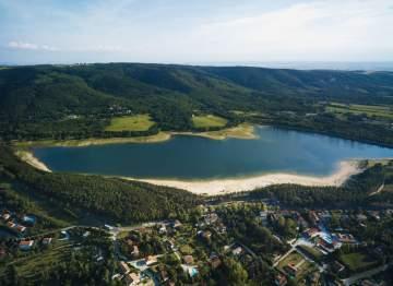 Revel et le lac de Saint-Ferréol
